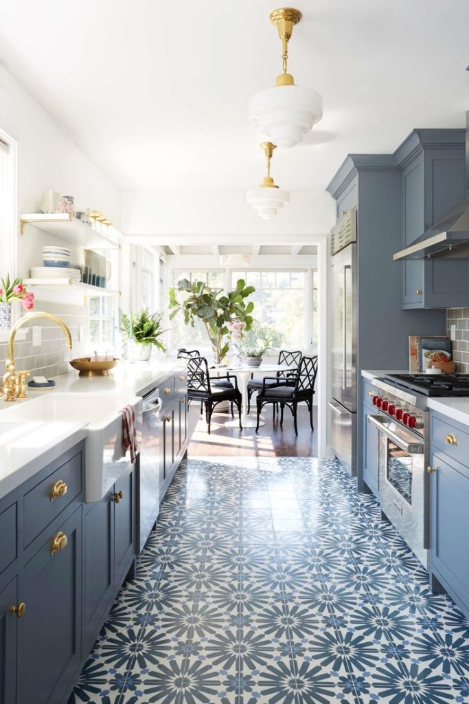 25 Large and light tiles ideas for your kitchen